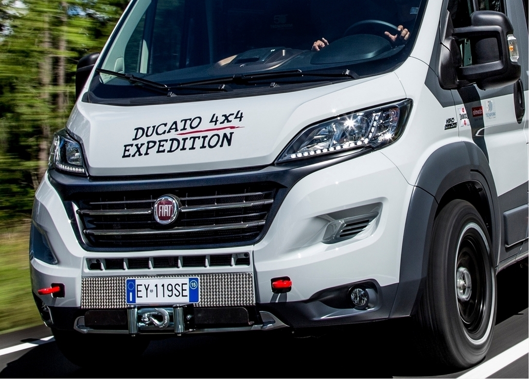 fiat ducato 4x4 expedition le camping car tou. Black Bedroom Furniture Sets. Home Design Ideas