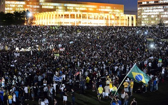 Brazilians Rise Up Against Country's Ruling Class, Refusing To Be Taken for 'Suckers' | real utopias | Scoop.it