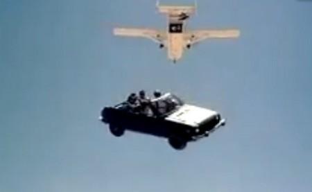 Vidéo : Sauter en parachute...en voiture ! - Autoblog FR | Visions aériennes | Scoop.it