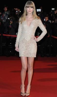 Taylor Swift - Look do dia - CAPRICHO | Moda e Beleza | Scoop.it