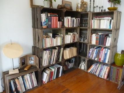 une bibliotheque sur mesure les caisses agra. Black Bedroom Furniture Sets. Home Design Ideas
