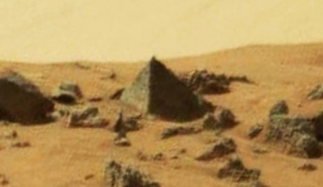 Martian Pyramid Captured By NASA Mars Curiosity Rover In Incredible Image [with Video] | Science, Space, and news from 'out there' | Scoop.it