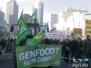 Green week 2014: Anti-GMO and industrial farming protest in Berlin (PICTURES) | GMOs & FOOD, WATER & SOIL MATTERS | Scoop.it