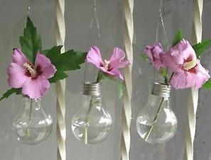 Floreros colgantes con focos reciclados | HTM_DIY - Artesanías | Scoop.it