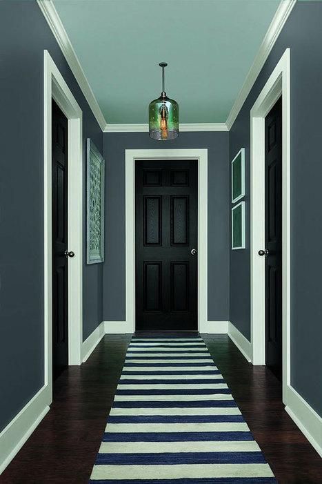 25 pasillos pintados en dos colores con un fant...