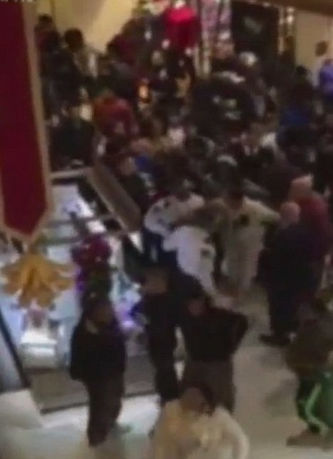 Teens erupt in fights at malls across America | Littlebytesnews Current Events | Scoop.it