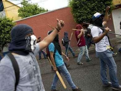 Los gritos de Ayotzinapa: un año de marchas y consignas - Terra.com | (Todo) Pedagogía y Educación Social | Scoop.it