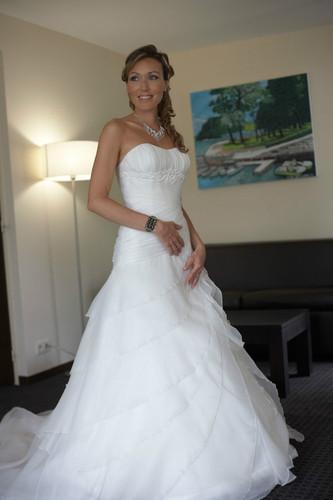 Robe de mari e haut de gamme couleur ea for Robes de mariage haut de gamme