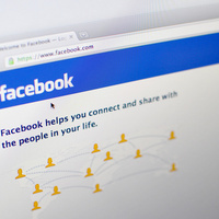"Friendshake Is Facebook's New Way to ""Friend"" the People Around You (Updated) | Social Media Goodies | Scoop.it"