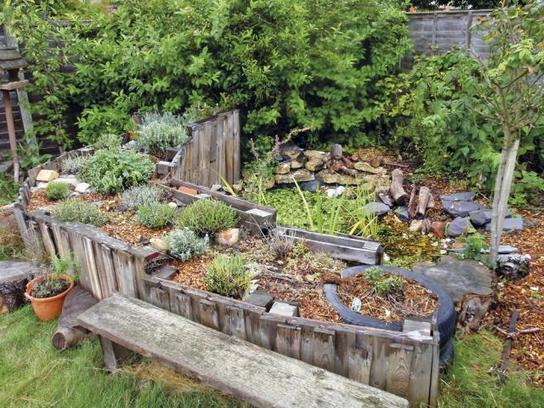 How To Make A Pond And Hugelkultur With Pallets
