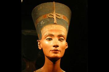 Nefertiti as sensual goddess   Herstory   Scoop.it