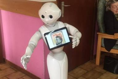 Les robots Zora et Pepper ont été testés ce vendredi à la maison de repos Les Rosiers à Tertre (vidéo) | Une nouvelle civilisation de Robots | Scoop.it