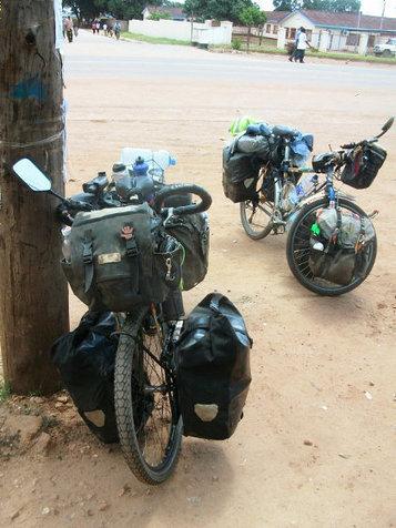 自転車旅行におけるペアランツーリングの魅力、嬉しいことは二人分、悲しいことは半分、食欲は軽く四人前、そして学ぶことは数知れず - GIGAZINE   Active Commuting   Scoop.it