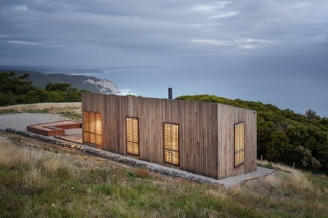 Small-Sized Nature Retreat Overlooking the Ocean: Moonlight Cabin in Australia | sustainable architecture | Scoop.it