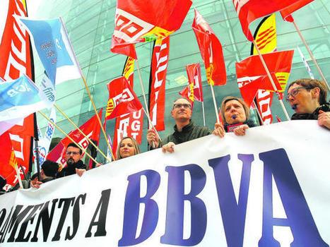 """Protesta contra el """"goteo"""" de despidos en el BBVA para reducir la plantilla"""