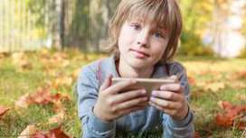 "Stop junk food ads on kids' apps - WHO - BBC News (""professional media used to attract kids to junk"") 