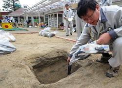 [Eng] Décontamination des sols, l'abaissement des niveaux de radiation nécessaire pour lever l'ordre d'évacuation | The Mainichi Daily News | Japon : séisme, tsunami & conséquences | Scoop.it