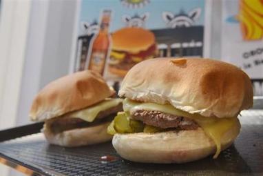 L'Organisation Mondiale de la Santé l'assure: les hamburgers, les saucisses et le bacon risquent de vous donner le cancer !   Toxique, soyons vigilant !   Scoop.it