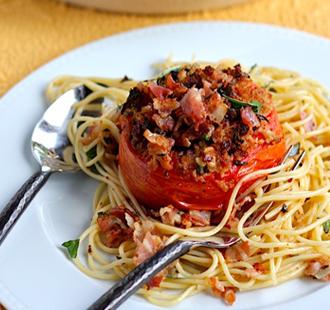 Espaguetis con tomates asados, ajo y tocino - El Gran Chef | Una vuelta por Italia a travéz de la pasta | Scoop.it
