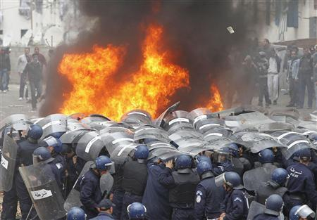 Algerian police clash with rioters in housing row | Coveting Freedom | Scoop.it