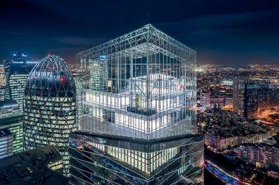 La tour Saint-Gobain, entre ciel et verre