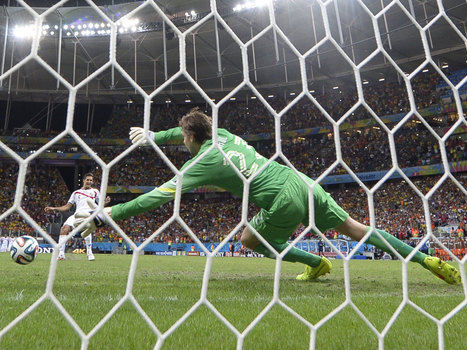 Goalkeepers suffer from 'gambler's fallacy' during shoot-outs | ESRC press coverage | Scoop.it