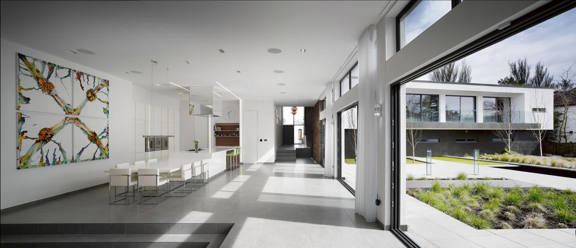 Minimaliste maison contemporaine l 39 arc for Architecture contemporaine