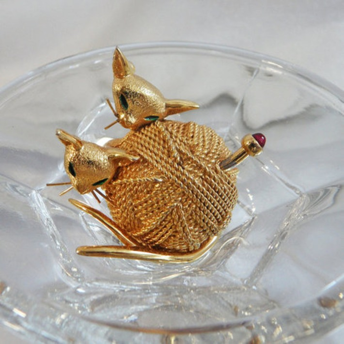 Vintage Boucher Brooch. Signed and Numbered. Siamese Kittens. Ball of Yarn. Rare Cat Pin. | Antiques & Vintage Collectibles | Scoop.it