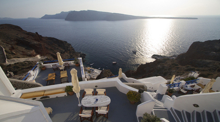 """Most Romantic Historic Hotel of Europe"", the Winner is: Esperas Santorini 
