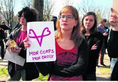 Le droit à l'IVG dans la Constitution : l'idée s'invite dans la campagne présidentielle | Econopoli | Scoop.it