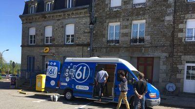 Illectronisme : un bus numérique sillonne l'Orne pour former à l'utilisation d'Internet au quotidien