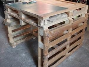 Une table de travail en palettes palettes - Creer une table basse avec des palettes ...